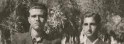 1942. John Androulakis und Helias Doundoulakis in Iraklio Kreta als Schüler und Mitglieder der Organisation von George. Außer einer Handgranate trug Androulakis auch immer eine Pistole mit sich, in seiner Manteltasche.