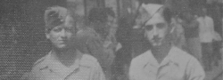 1943. Ο Ηλίας Δουνδουλάκης στην Παλαιστίνη, ως Αμερικανός στρατιώτης, εκπαιδευόμενος στην σχολή Δυνάμεων Καταδρομών του SOE. Στο κέντρο της Χαϊφα με Βρετανό στρατιώτη.