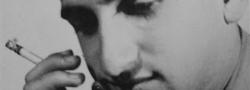 20 Μαρτίου, 1944. Φωτογραφία του πράκτορα του OSS του δεκανέα Ηλία Δουνδουλάκη το βράδυ πριν αναχωρήσει για τον αεροδιάδρομο του OSS έξω από το Καϊρο. Την τελευταία στιγμή, η σχεδιασμένη βραδυνή πτώση του κοντά στην Θεσσαλονίκη ακυρώθηκε, και έφυγε για την Ελλάδα ακτοπλοϊκώς.