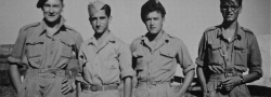 Haifa, Palistina, 1943, an der SOE's Trainingsschule mit Britischen Soldaten. Doundoulakis, zweite von links.