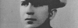 1944. Cosmas Yiapitzoglou, von dem Griechischen Flotten Geheimdienst. Er wurde dem Autor in der OSS Besatzung in der Türkei vorgestellt, als sein Team Mitglied und wurde ein vertrauenswürdiger Freund fürs Leben.